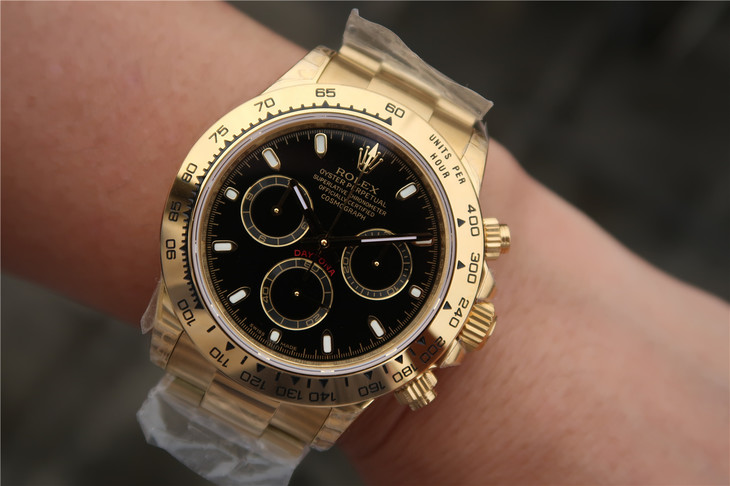 Replica Rolex Daytona 116508 Gold Wrist Shot