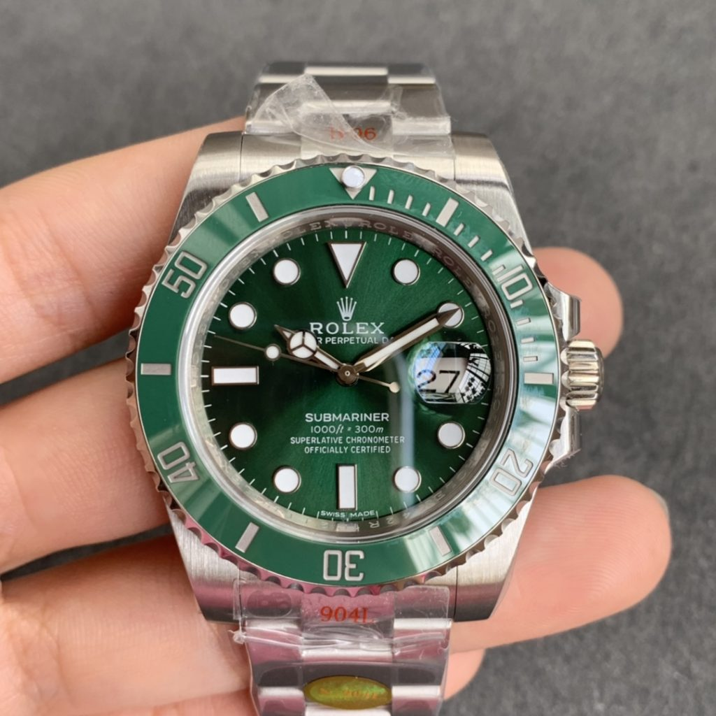 Noob V10 Replica Rolex Green Submariner 116610LV